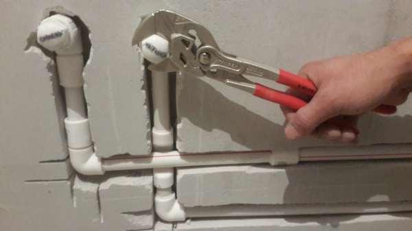 Особенности ремонта сантехники и труб