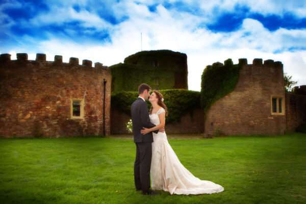 Нужна ли помощь спецов в организации свадьбы?