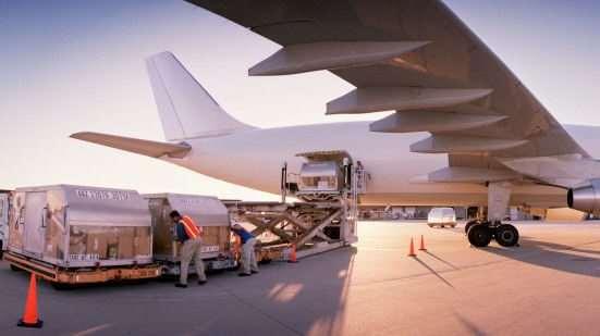 Авиаперевозки как самый быстрый способ доставки грузов