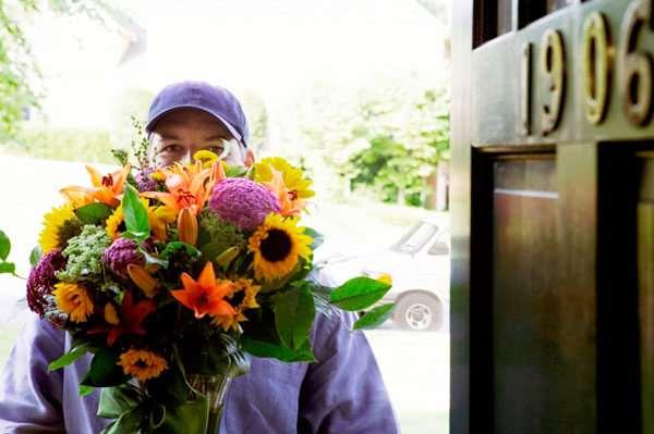 Доставка букетов цветов курьерами