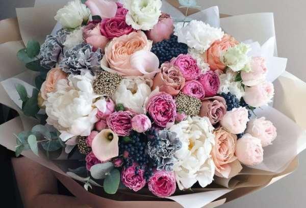 Букет цветов — идеальный подарок женщинам